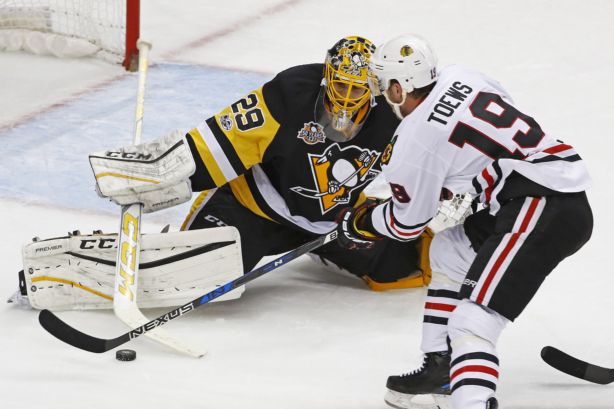 Ct-blackhawks-roll-past-penguins-spt-0330-20170329