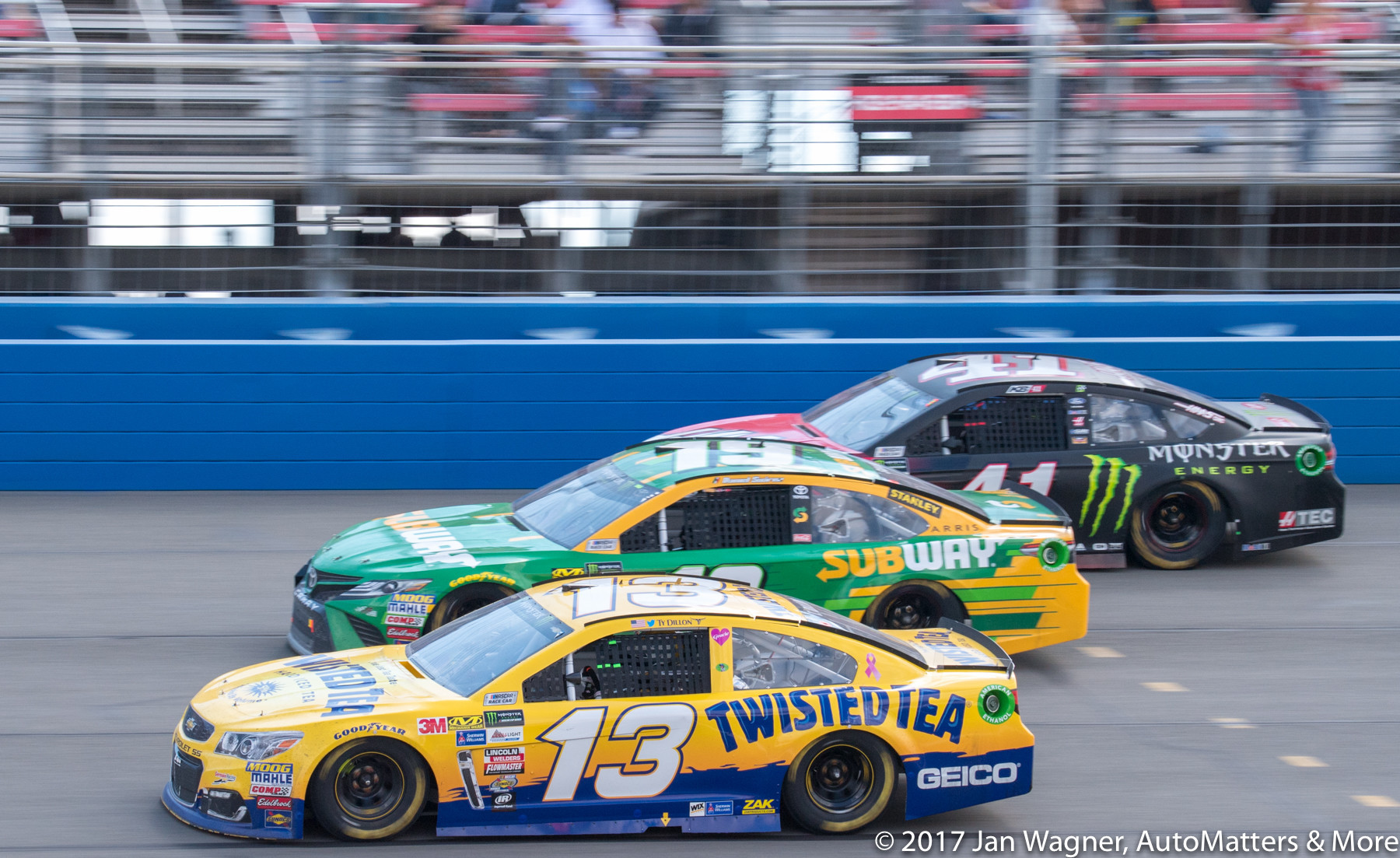 Close Auto Club 400 racing