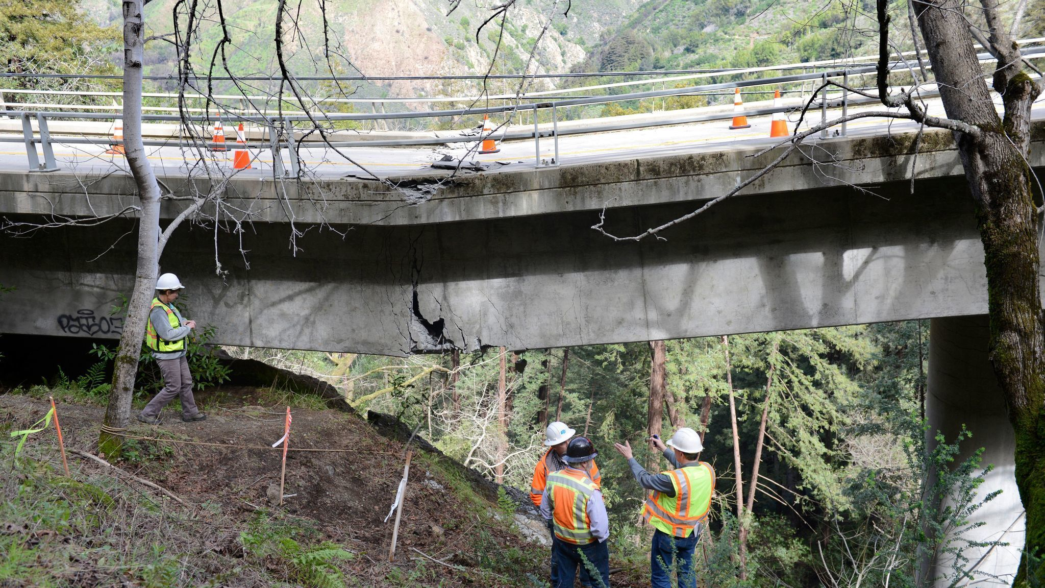 Californias coastal Highway 1 is now temporarily closed in
