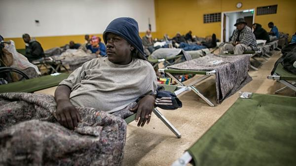 Warmer weather means fewer beds more challenges for l a for Los angeles homeless shelter