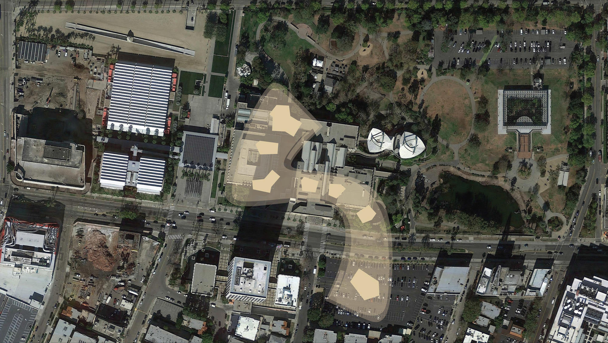 The footprint of the Zumthor design, which crosses Wilshire to what is now a LACMA-owned parking lot. Three 1965 buildings and a 1980s addition would be torn down.