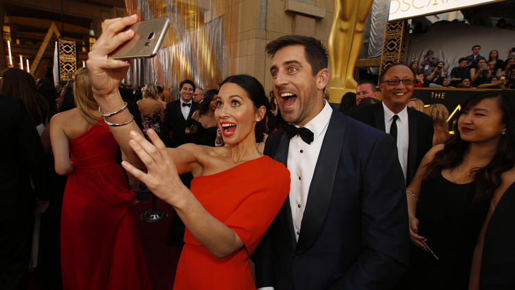 Olivia Munn and Aaron Rodgers at the Academy Awards in February 2016. (Al Seib / Los Angeles Times)