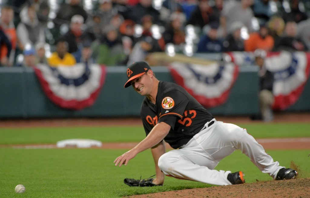 Bal-orioles-closer-zach-britton-rolls-right-ankle-but-remains-in-game-to-convert-51st-straight-save-oppo-20170407