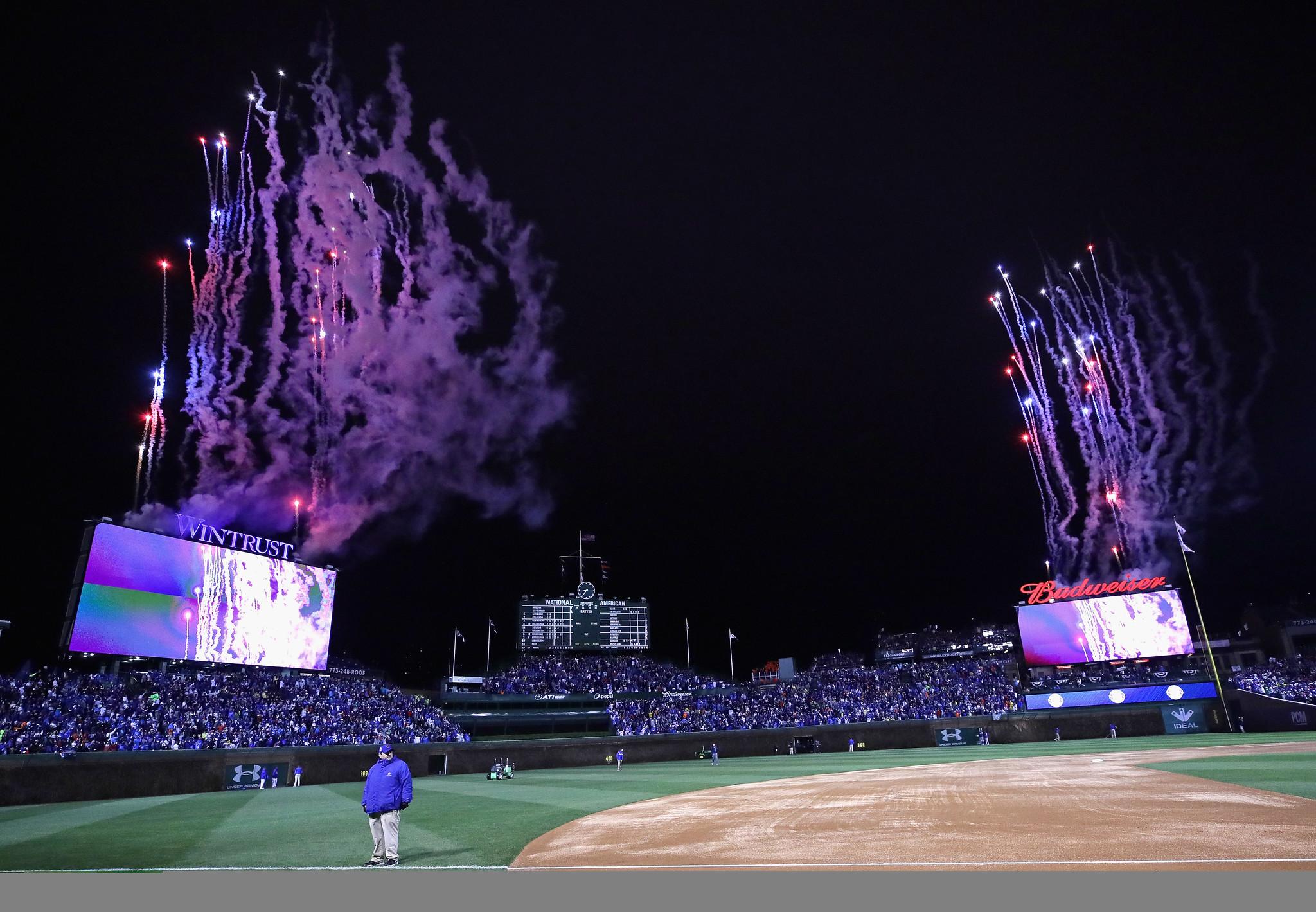 Rainy skies can't dampen Cubs fans' spirits - Chicago Tribune