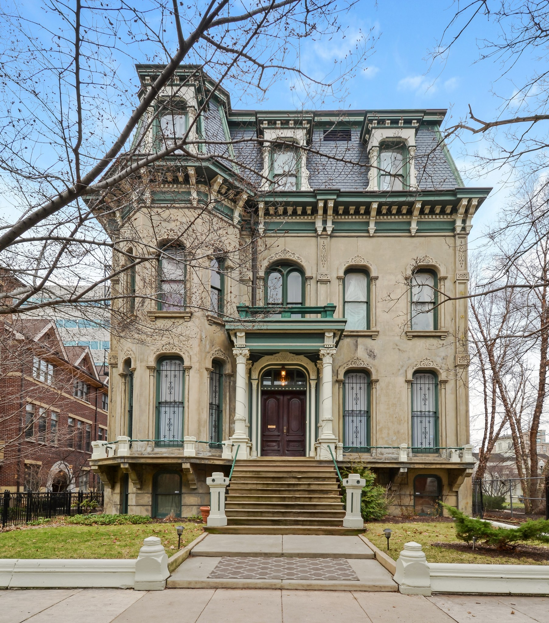 Chicago mansion with coach house 3m chicago tribune for Mansions for sale in chicago
