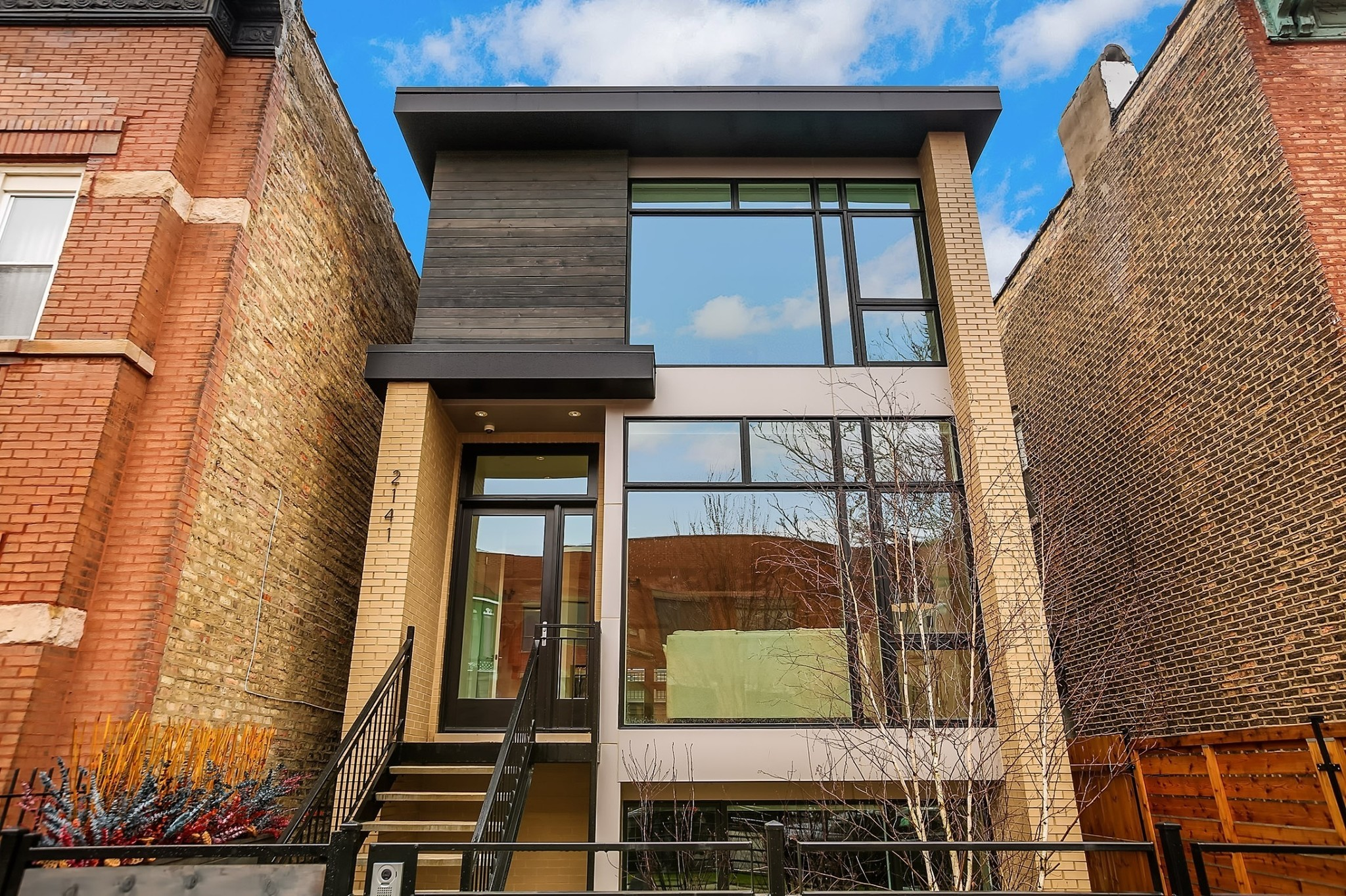 Contemporary home in Ukrainian Village: $1.25M - Chicago Tribune