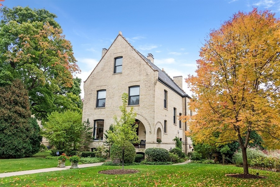 Highland park home with lake michigan views 1 4m for Dream homes in michigan