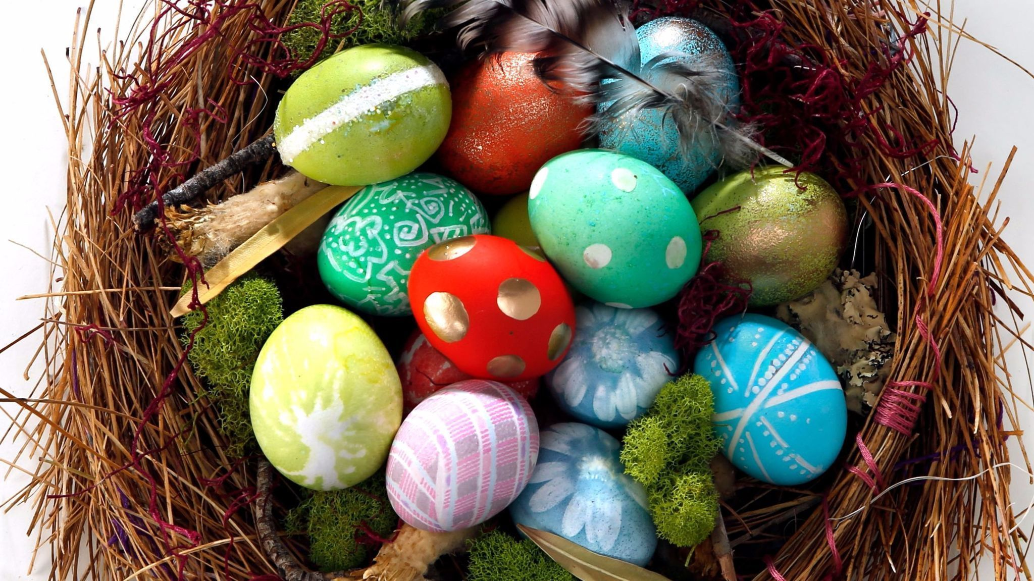 How to decorate your easter eggs using stuff you already How to color easter eggs