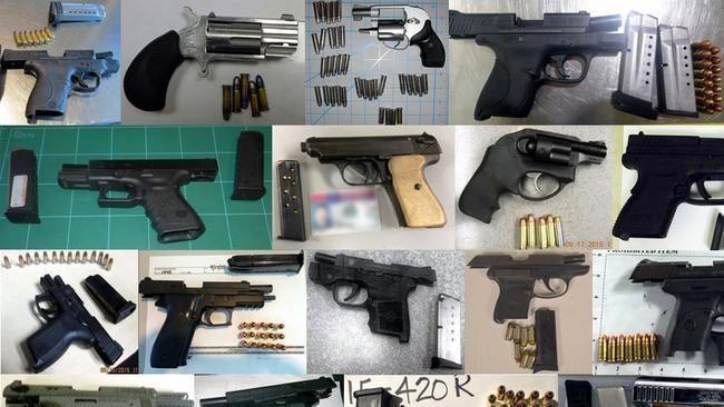 Oficiales del sheriff y polic as pudieran estar vendiendo for Oficina armas