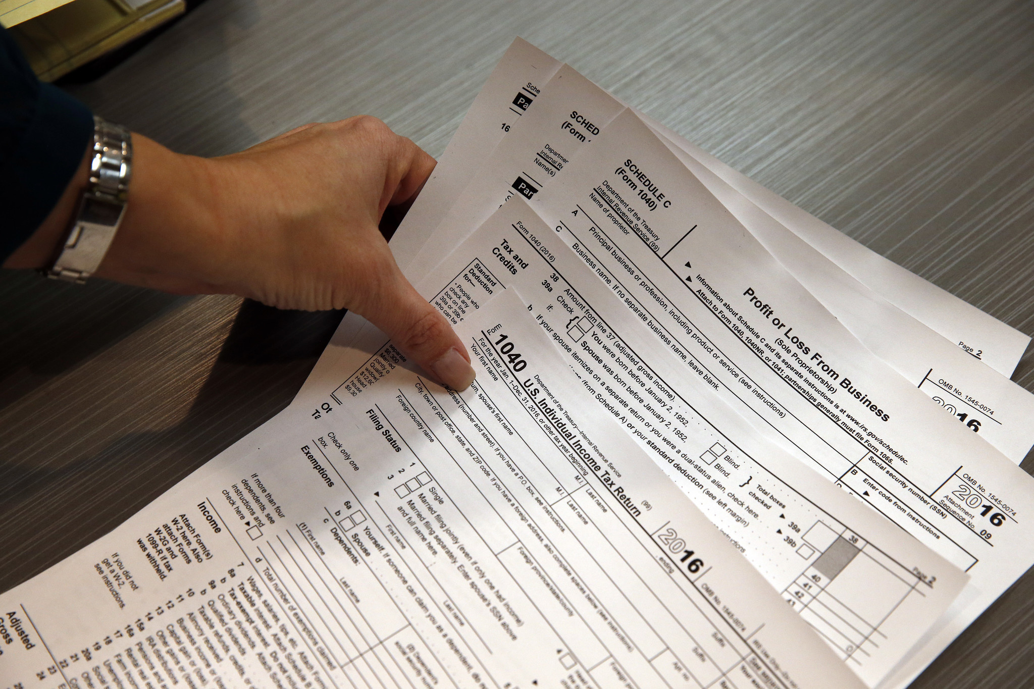 Deadline for filing tax returns is april 18 this year chicago tribune falaconquin