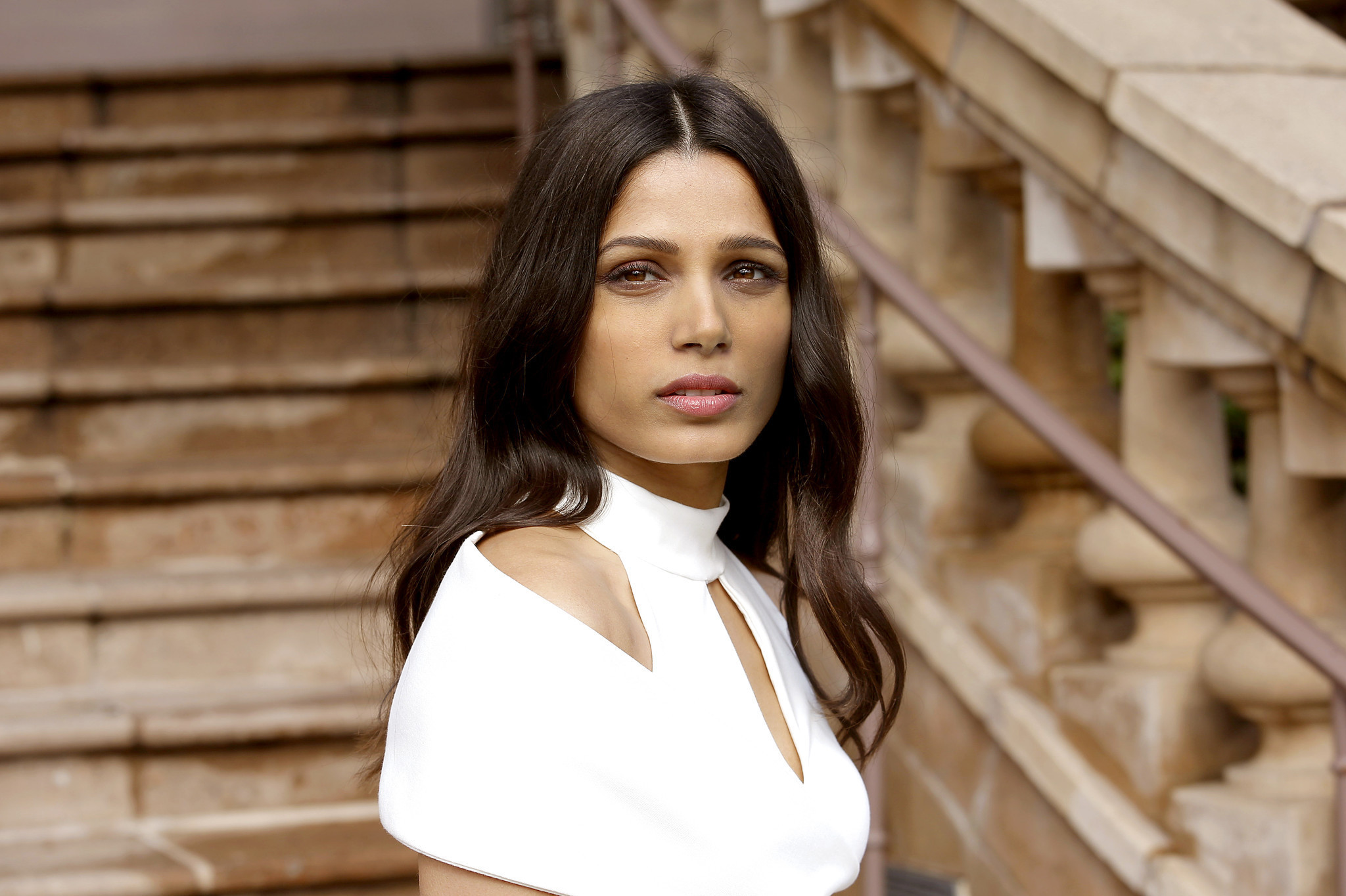 Freida Pinto shows her...