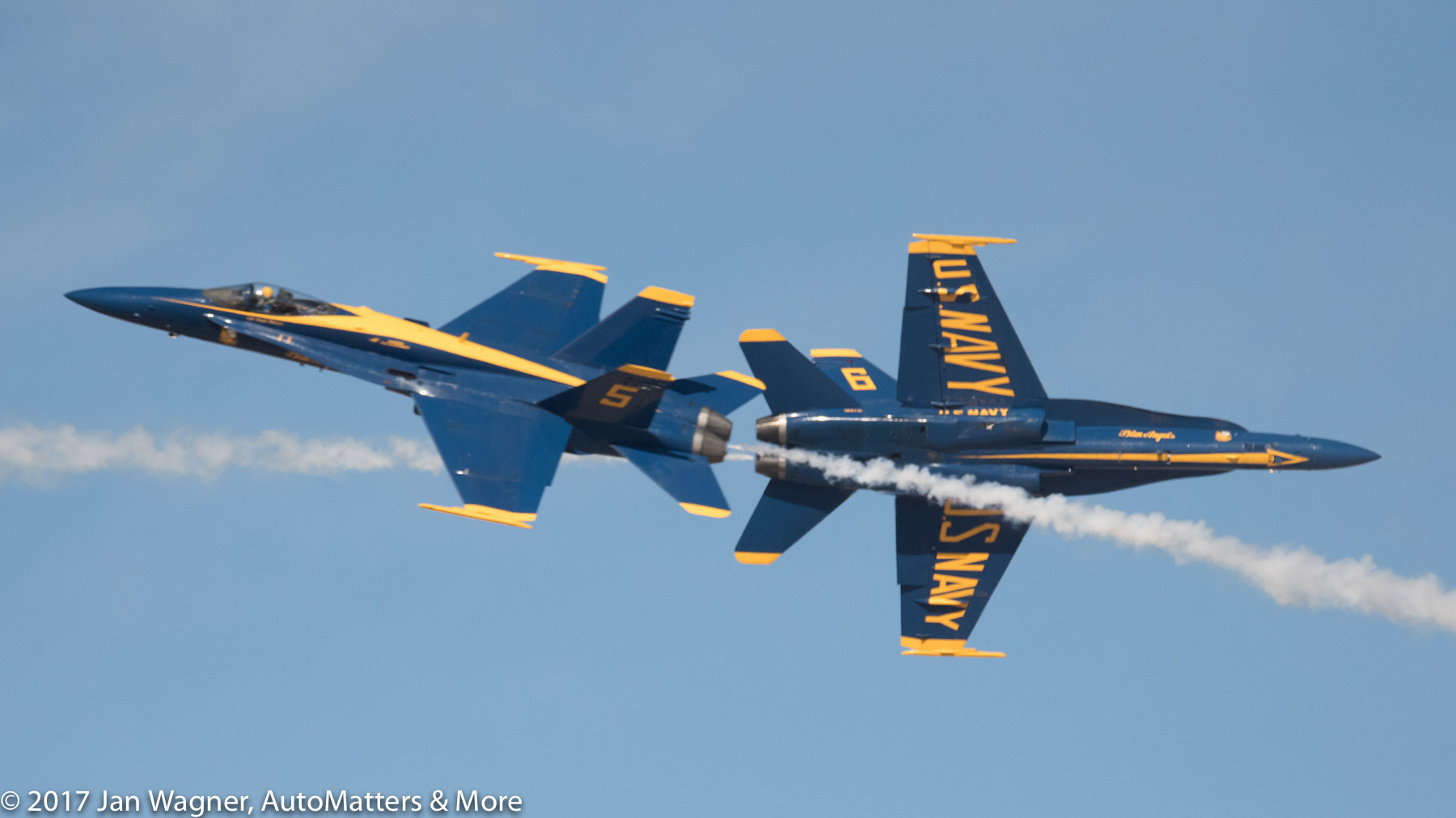 Blue Angels in Opposing Solo maneuver
