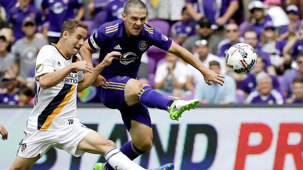 Orlando City strikes in stoppage time to defeat the Galaxy, 2-1