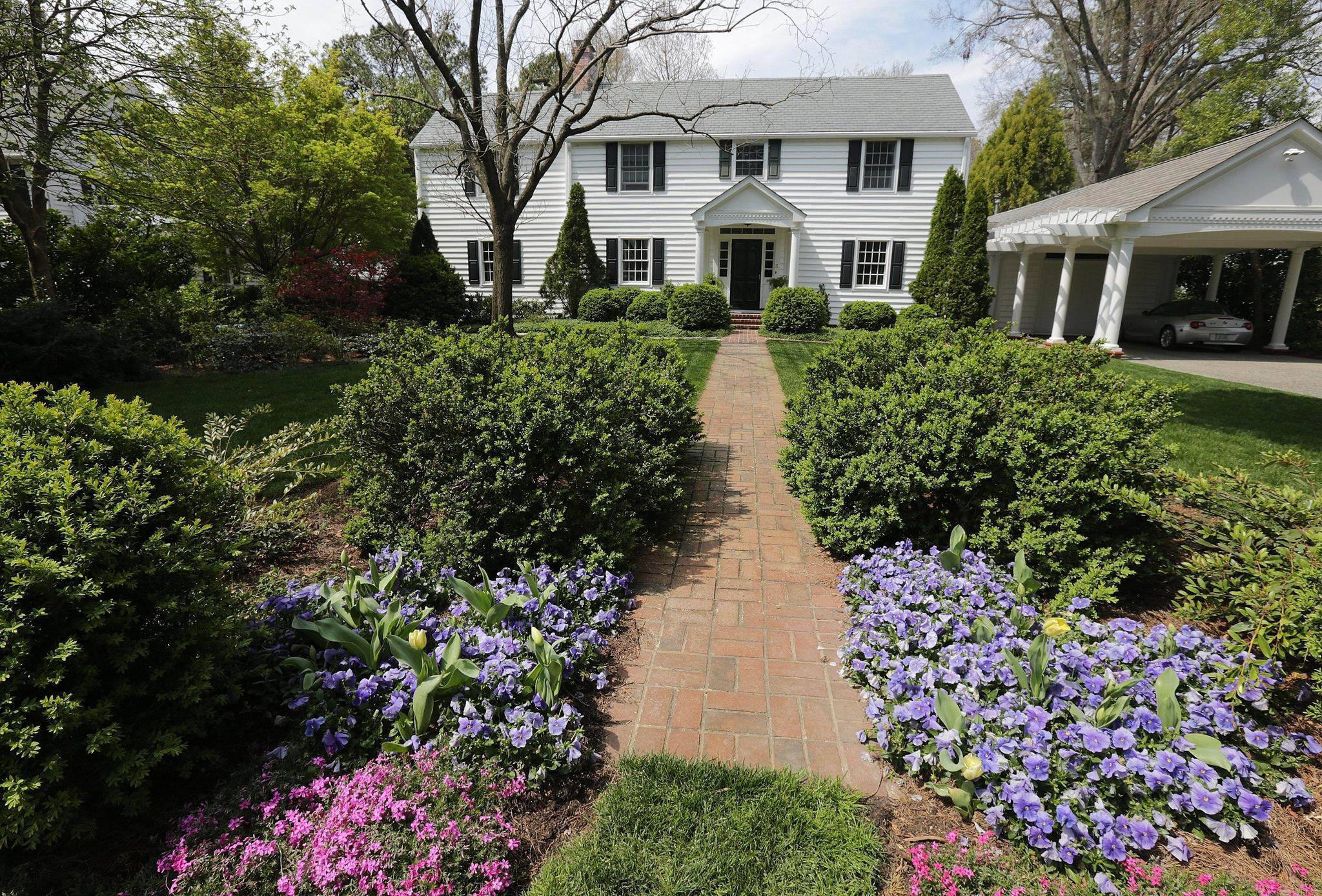 Historic Garden Week Locals Open Gardens Homes To