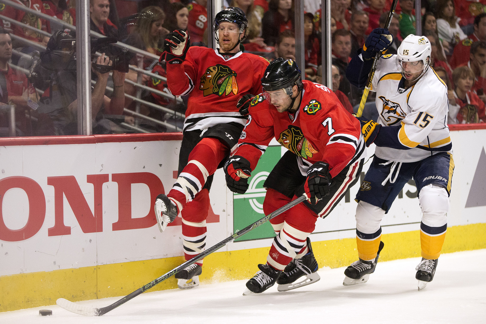 Ct-blackhawks-defensemen-do-their-part-spt-0417-20170416