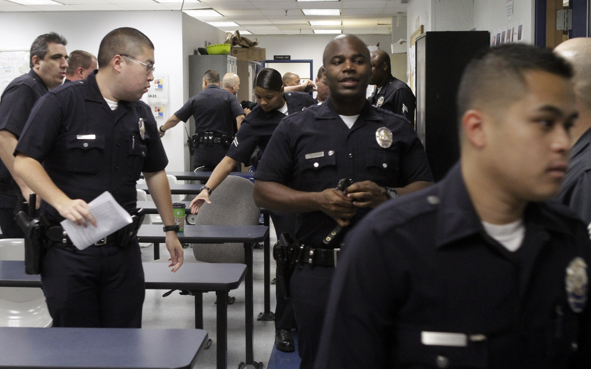 California bill would make it harder to punish police officers who have been accused of lying - Police officer in california ...
