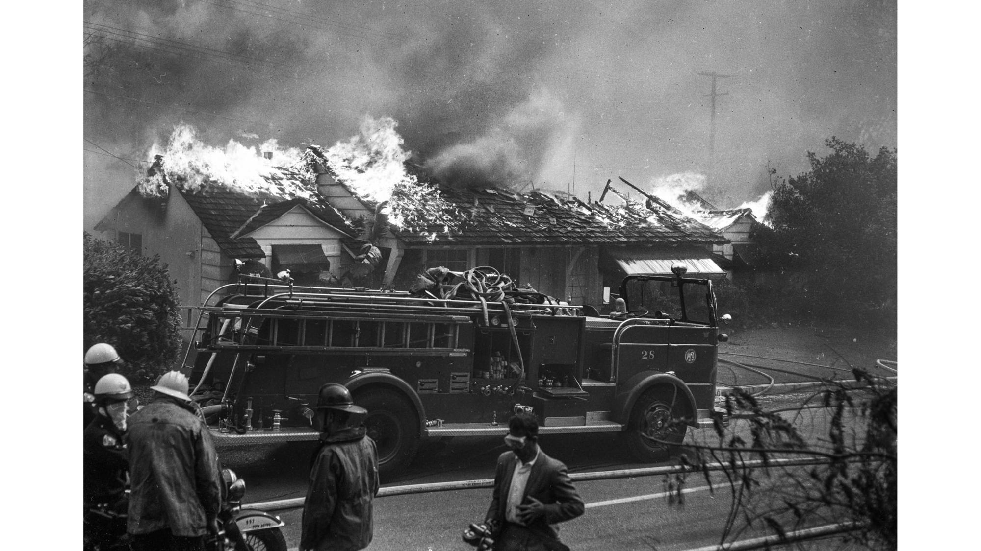 A house on Roscomare Road in Bel-Air burns in 1961.