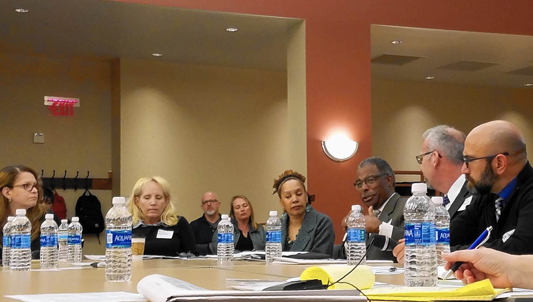Round Table Tracy Elgin Roundtable Discusses Many Facets Of Public Education Elgin