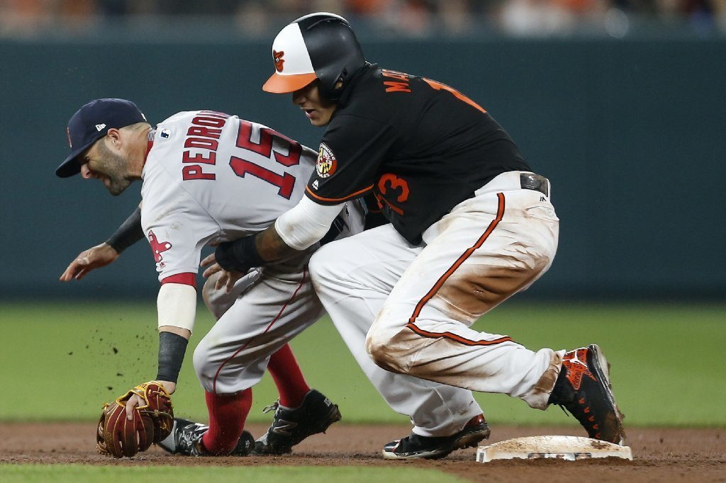 Bal-orioles-red-sox-tensions-rise-after-manny-machado-s-slide-into-second-injures-dustin-pedroia-20170421