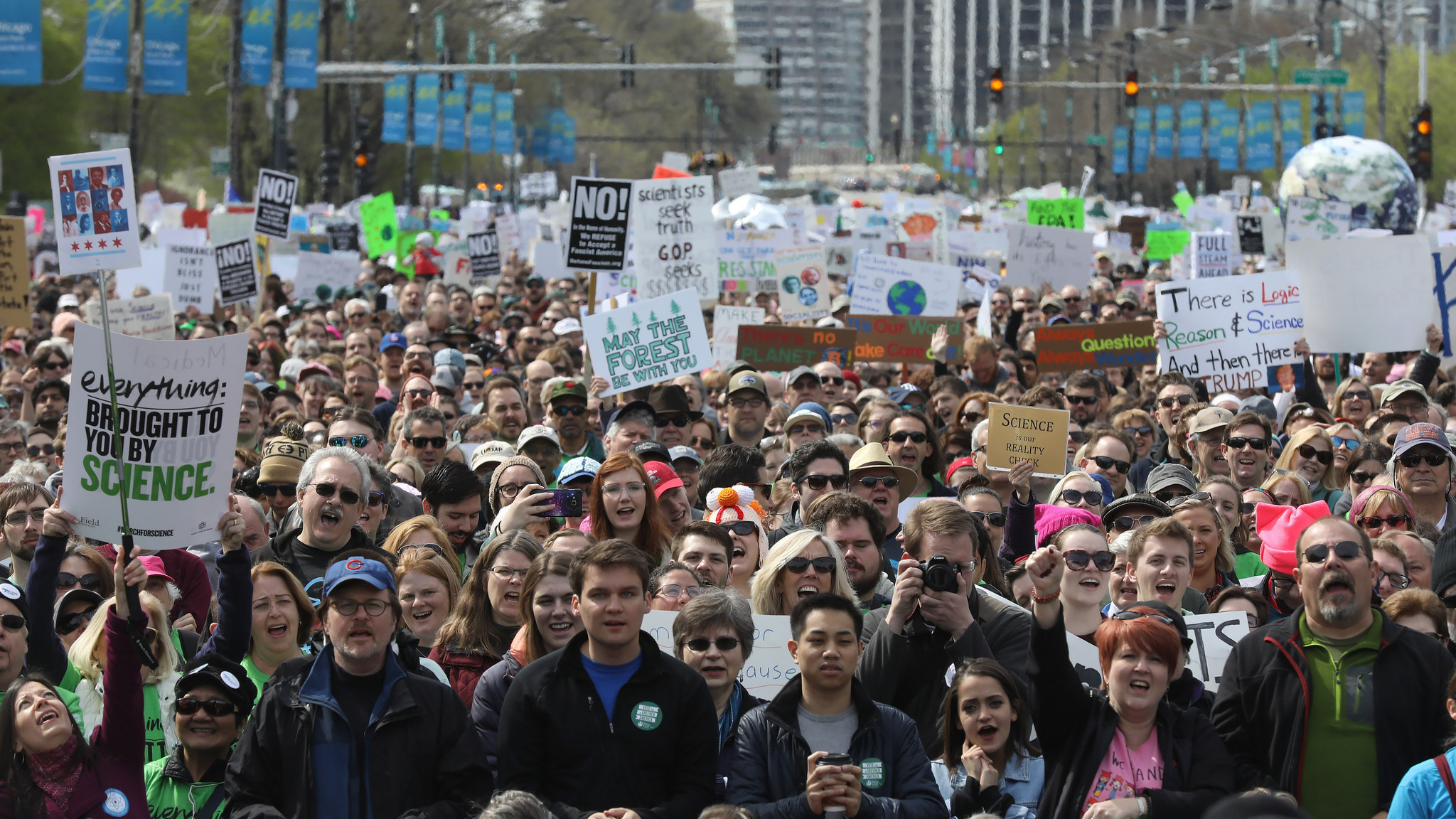 chicagotribune.com - March for Science Chicago draws 40,000 people to 'defend the basic facts of science'