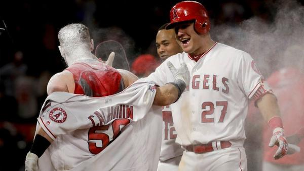 Angels beat the Athletics 2-1 with a walk off in the 11th