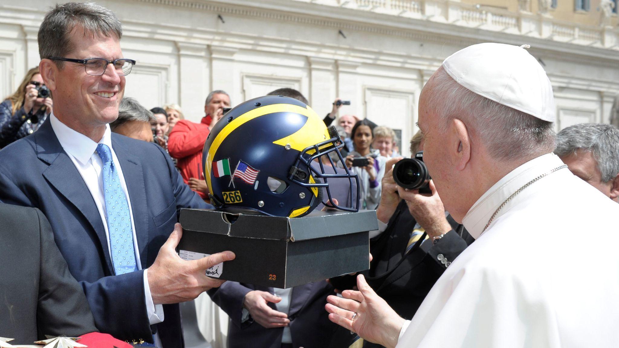 Ct-jim-harbaugh-pope-francis-20170426