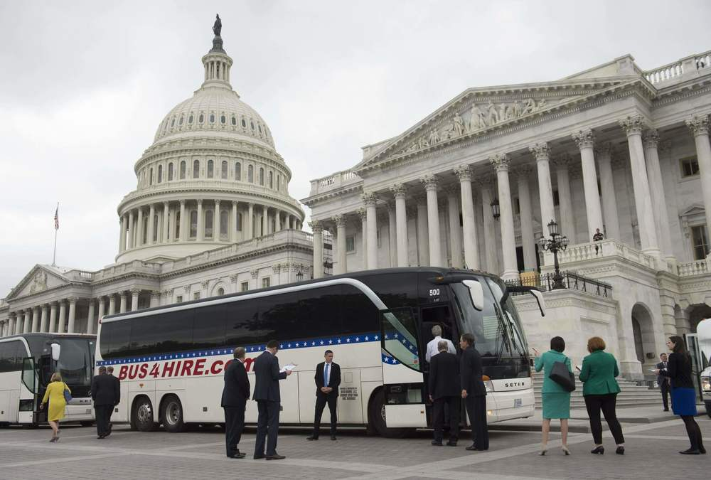 Senators board buses at the U.S. Capitol on Wednesday. (Saul Loeb / AFP/Getty Images)