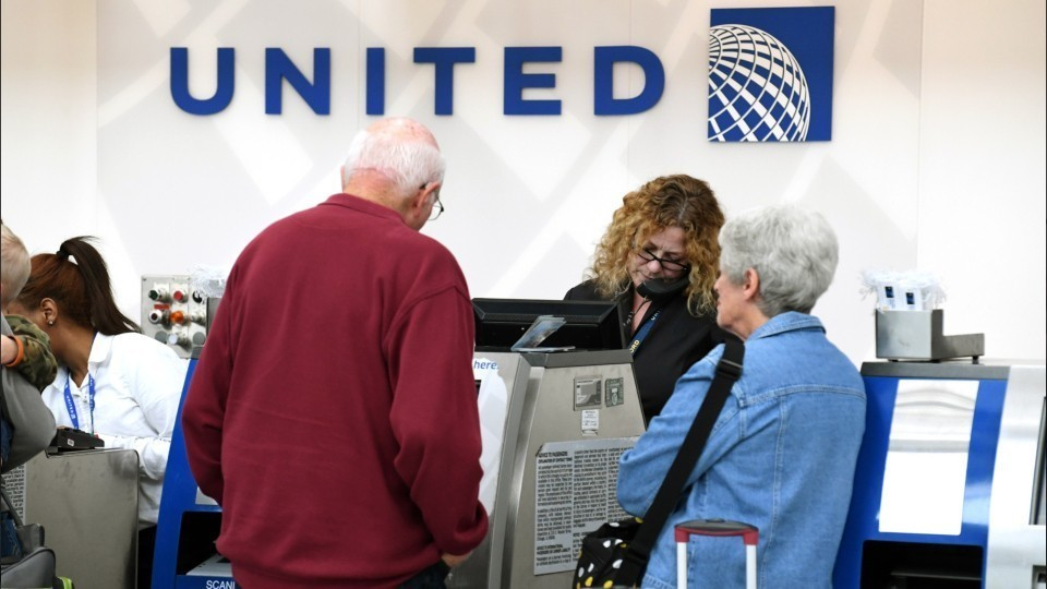 United Airlines' policy changes include paying bumped ...