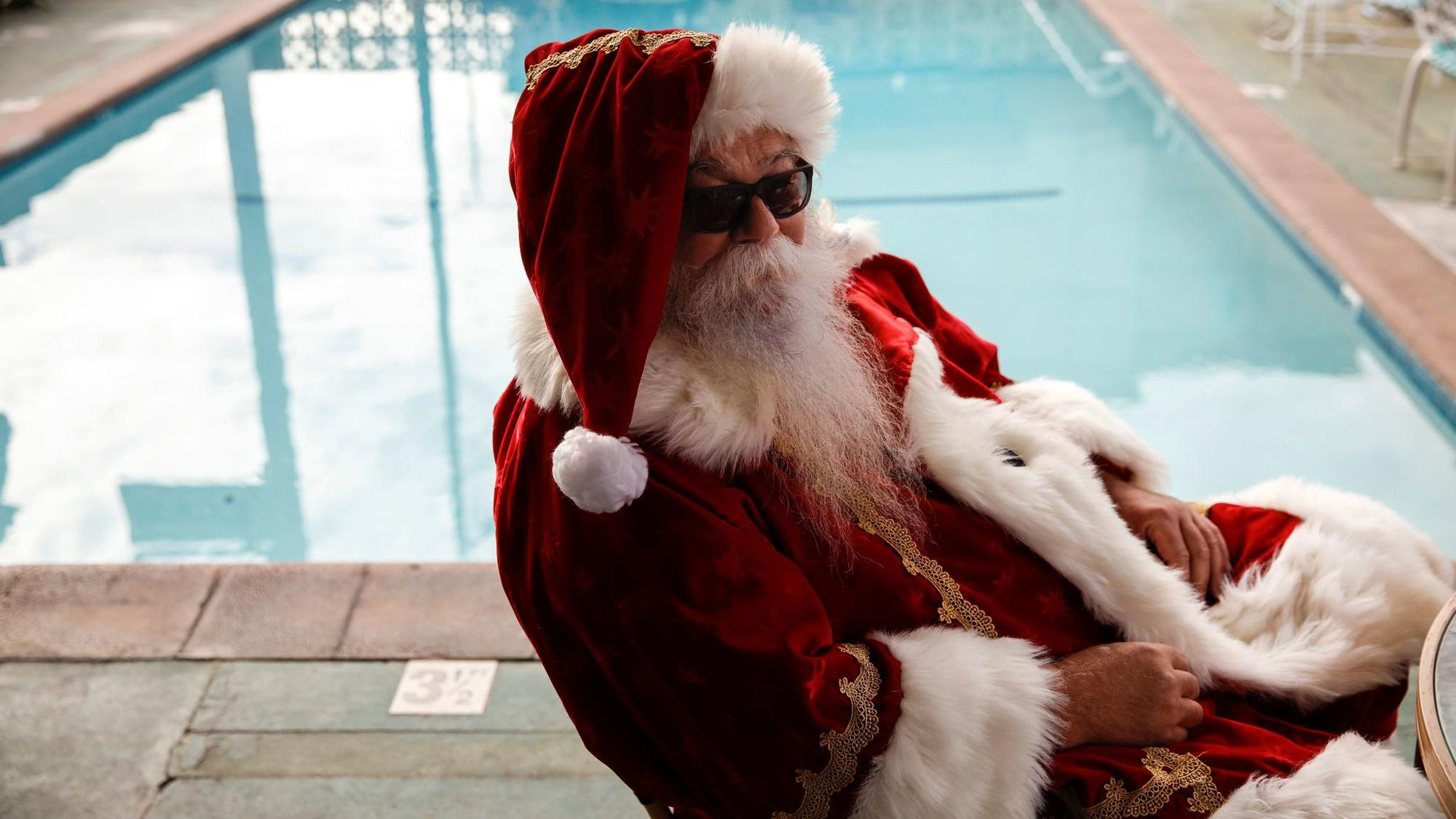 "HOLLYWOOD, CA--FEBRUARY 16, 2017--An actor in Santa clothing gets in his ""background"" position poolside, at a motel in Hollywood, CA, during filming of FX's season three of ""Fargo,"" Feb. 16, 2017. (Jay L. Clendenin/Los Angeles Times)"