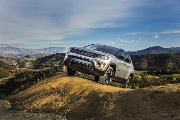 2017 jeep compass first look where does the compact crossover fit chicago tribune. Black Bedroom Furniture Sets. Home Design Ideas