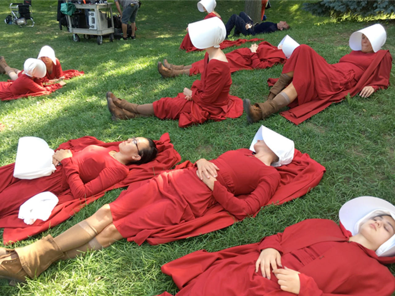 Handmaids at rest. (Ane Crabtree)