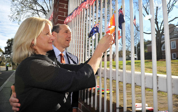 In 2012, U.S. Ambassador to Australia Jeffrey Bleich and his wife, Becky, commemorate the anniversary of the Sept. 11 terrorist attacks. (AFP/Getty Images)