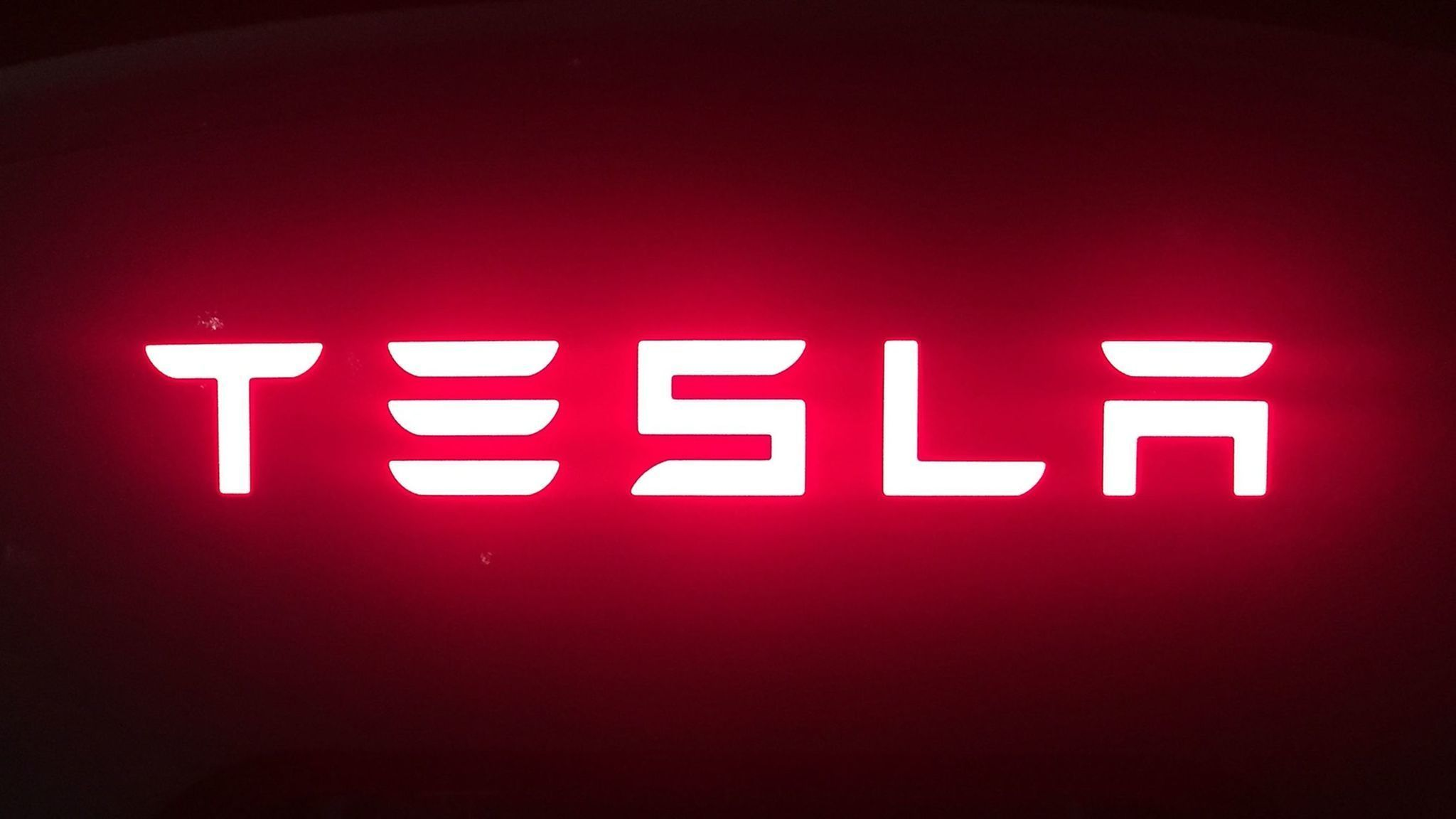 Teslas Loss Grows As Elon Musk Claims Customers Are