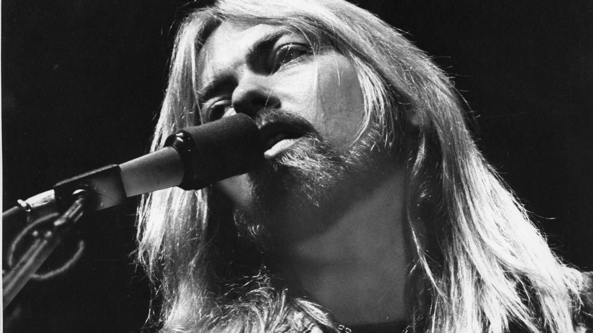 Gregg Allman performs with the Allman Brothers Band in 1979. (George Rose / Los Angeles Times)