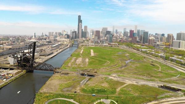Mayor Emanuel Outlines His Vision for Extending the Riverwalk