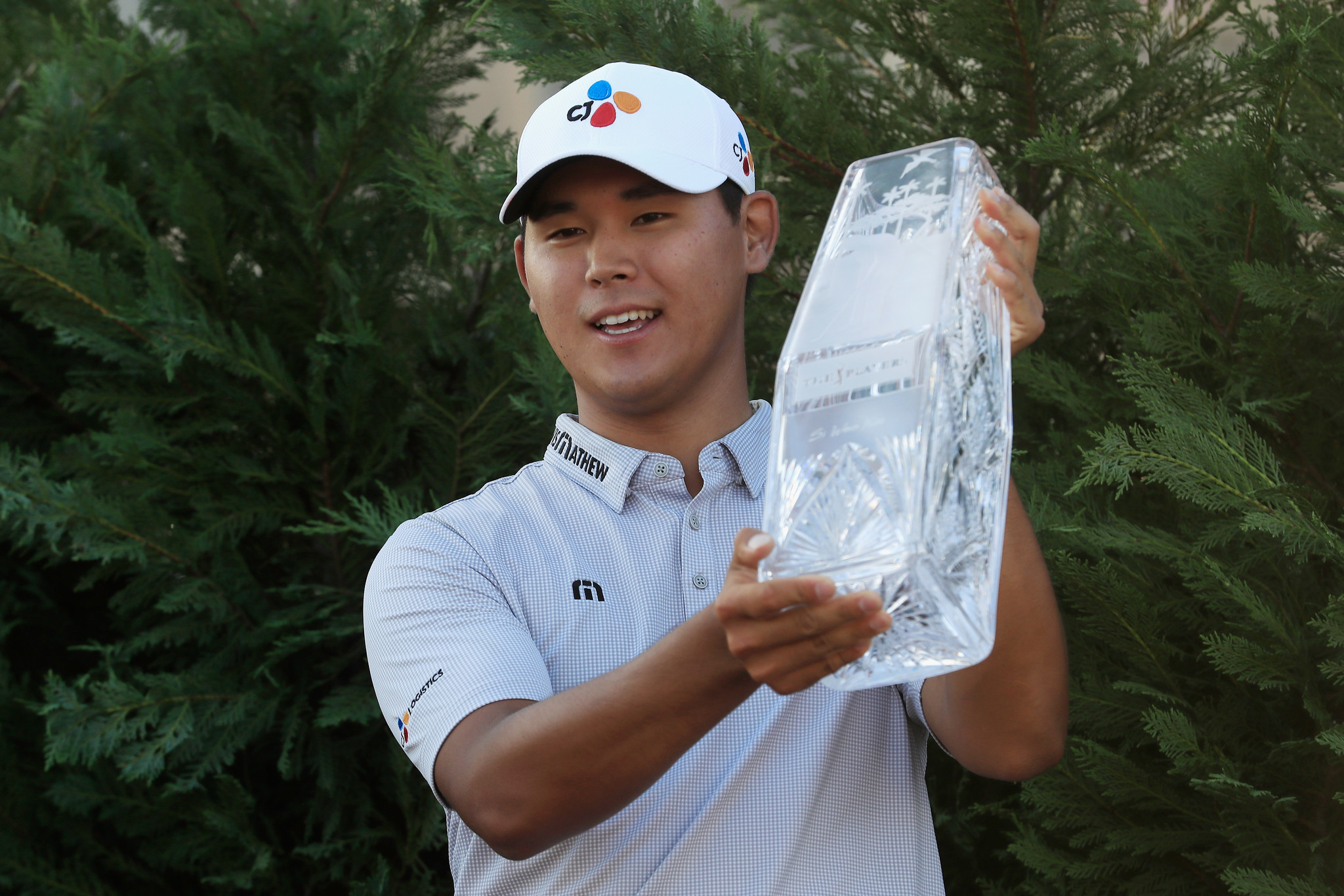 Si Woo Kim lifts THE PLAYERS trophy