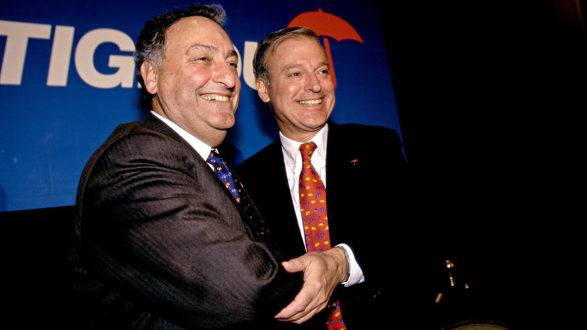 Sanford Weill, left, chief executive of Travelers Insurance, and John S. Reed, CEO of Citibank, announce the merger of their companies in 1998.