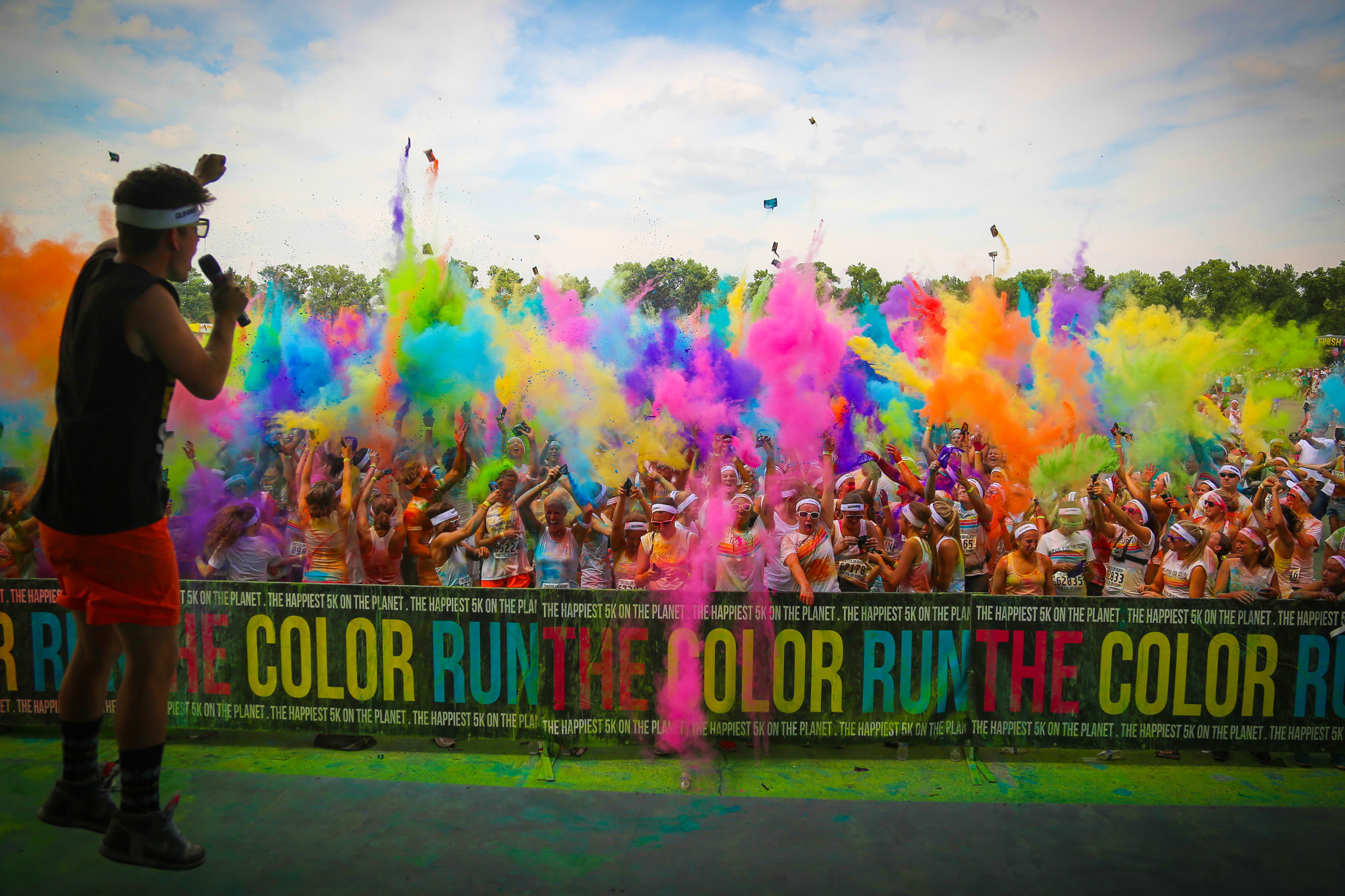 Run through clouds of color, raise money for a worthy cause, and win a unicorn medal this Memorial Day Weekend! This Saturday, May 27, The Color Run Dream Tour presented by .