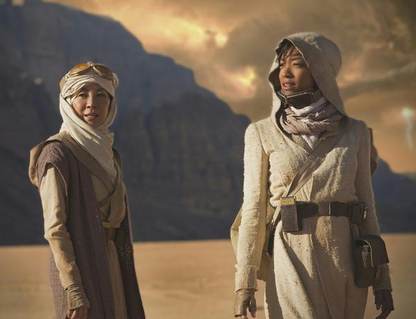 Michelle Yeoh, left, as Captain Philippa Georgiou and Sonequa Martin-Green as First Officer Michael Burnha. (CBS)