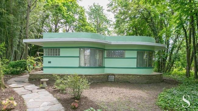 Baltimore Art Deco house with mid-century furnishing on the market ...