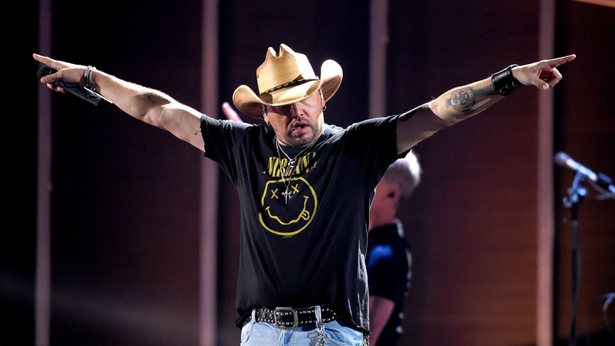 Jason Aldean returns to Las Vegas to visit shooting victims