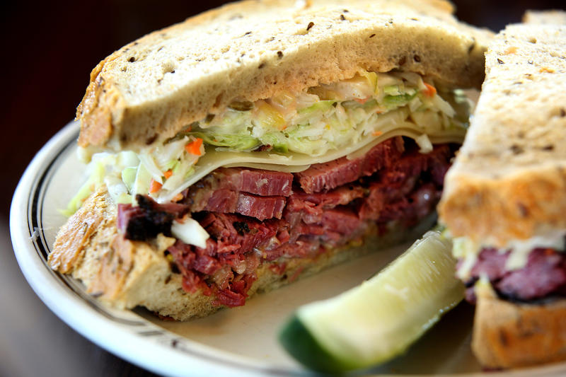 The No. 19 at Langer's. (Kirk McKoy / Los Angeles Times)