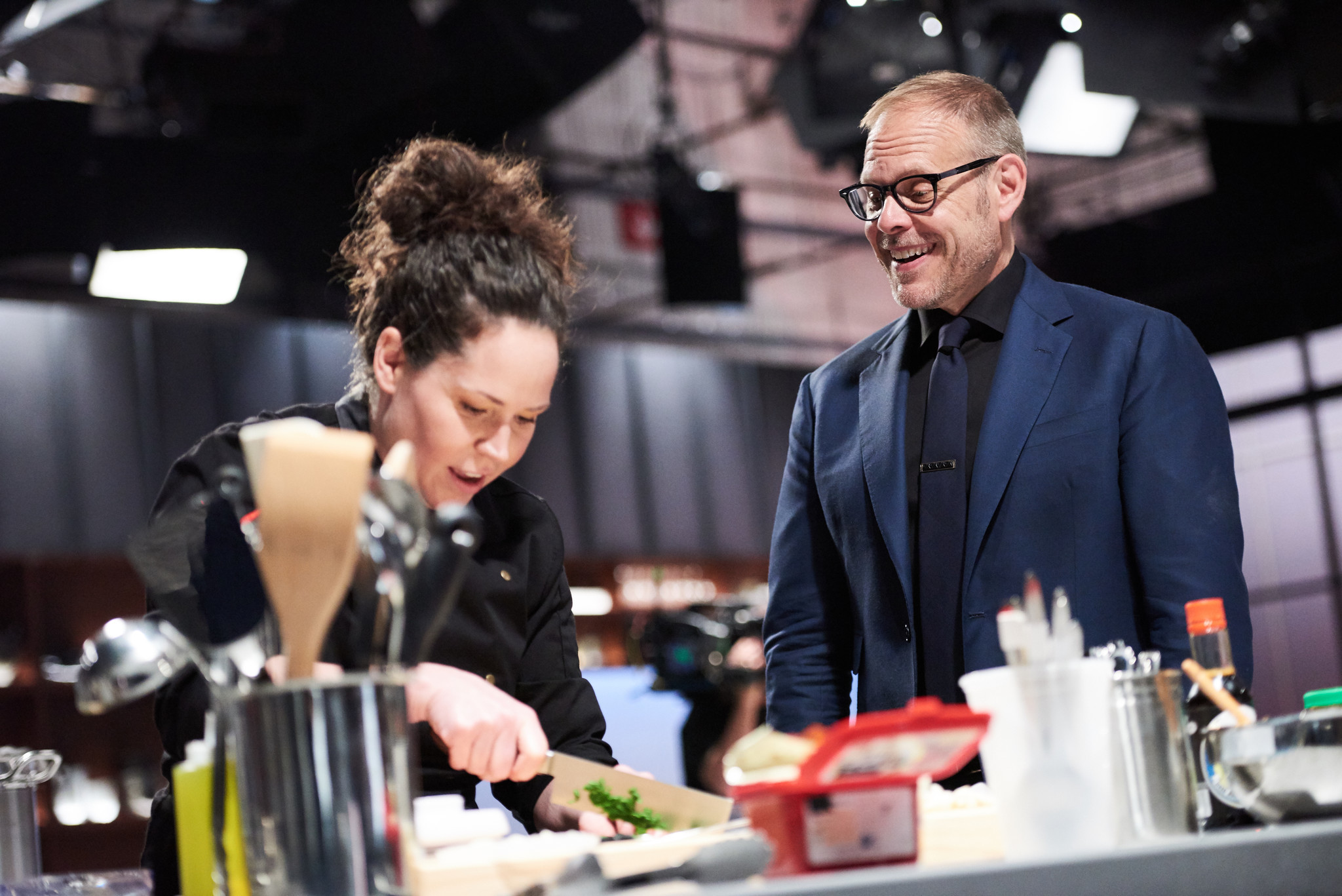 stephanie izard wins 39 iron chef gauntlet 39 becomes an iron chef orlando sentinel. Black Bedroom Furniture Sets. Home Design Ideas