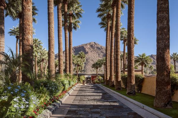 Summer heat makes for cool deals at posh resorts in Scottsdale, Ariz. Here are 3 you shouldn't miss
