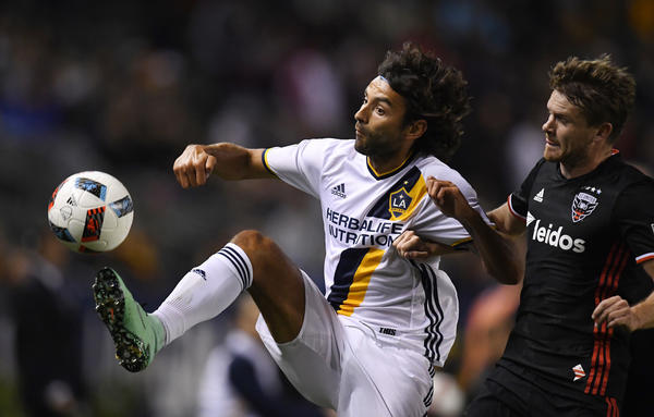 Galaxy's Baggio Husidic to sit out several weeks because of a broken leg bone