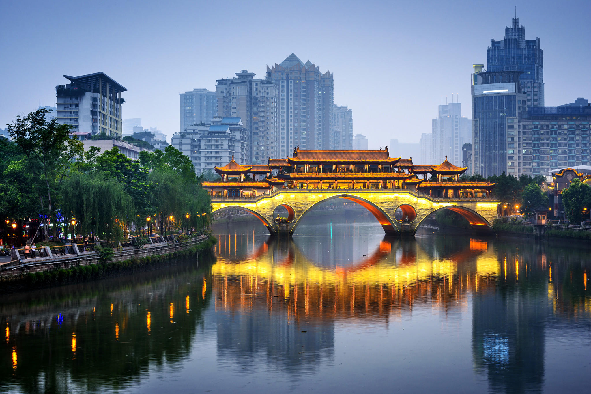 The Anshun Bridge in Chengdu, Sichuan, is seen in China. (Sean Pavone / Getty Images/iStockphoto)