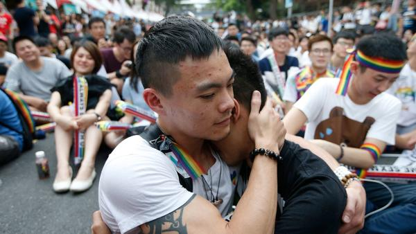 Taiwan court rules in favor of same sex-marriage