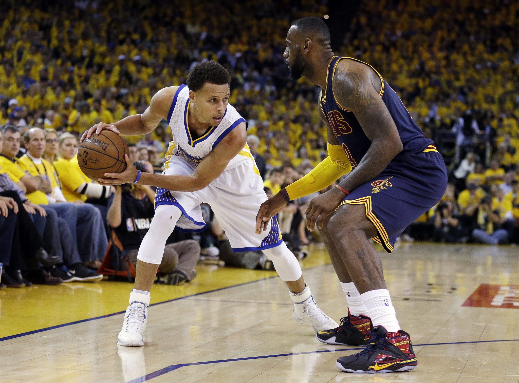 Ct-cavaliers-warriors-nba-finals-20170526