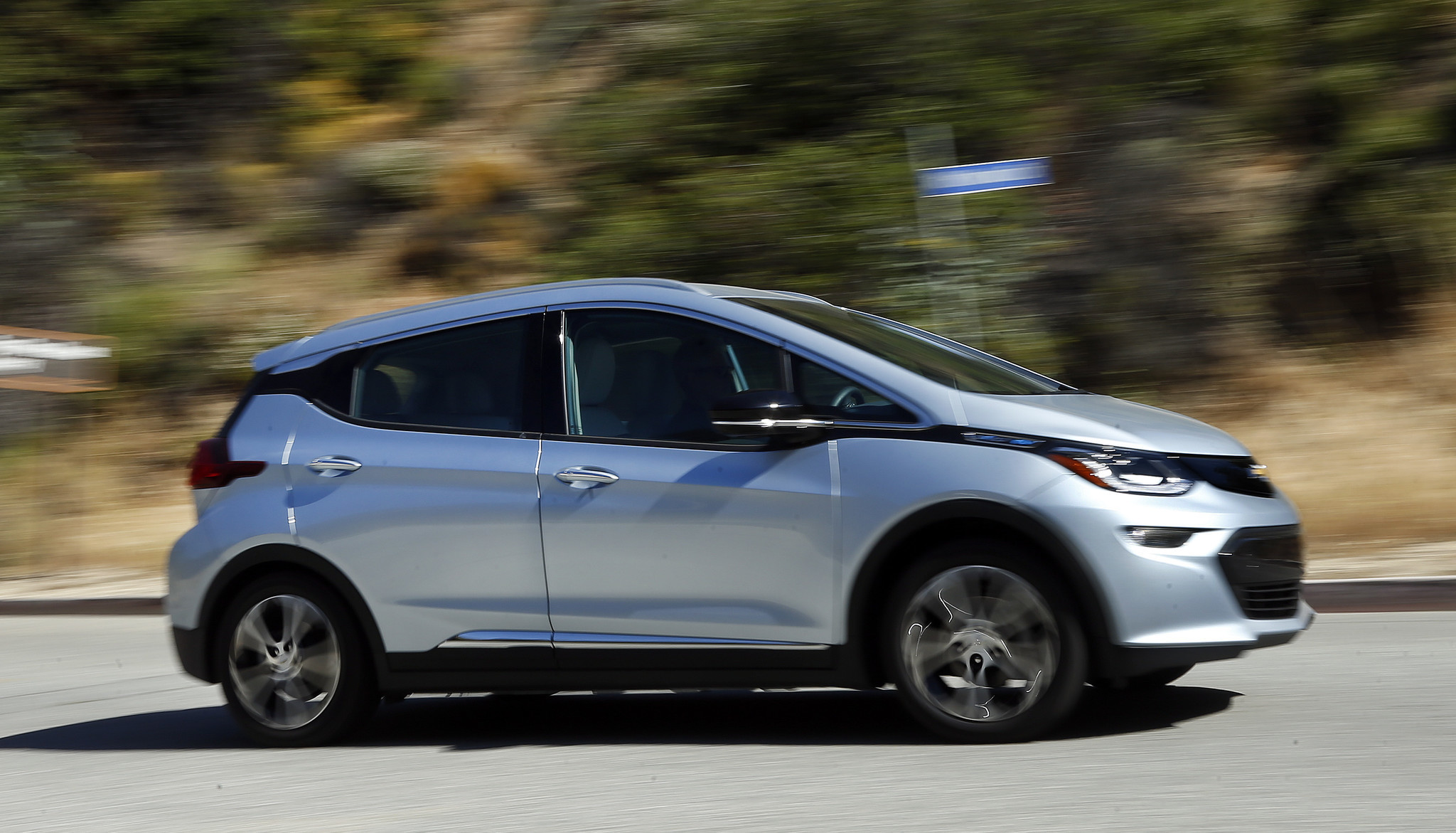 chevy 39 s 2017 bolt ev is an all electric all star sturdy swift and silent la times. Black Bedroom Furniture Sets. Home Design Ideas