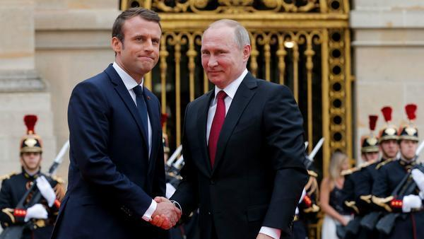 Putin visits France in hopes of mending strained ties